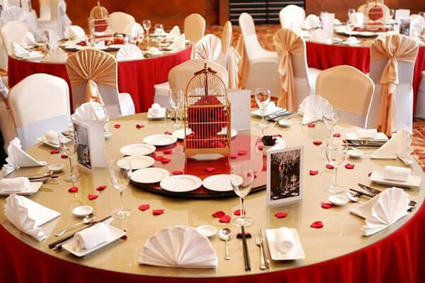 cách bày bàn ăn theo phong cách Việt Nam