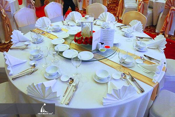 cách sắp xếp bàn ăn theo kiểu Việt Nam
