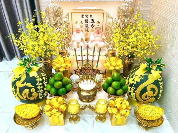 trang trí bàn thờ ông địa ngày tết