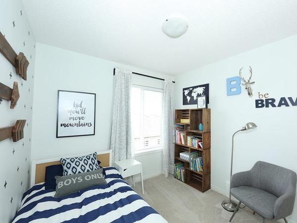 trang trí tường phòng ngủ handmade