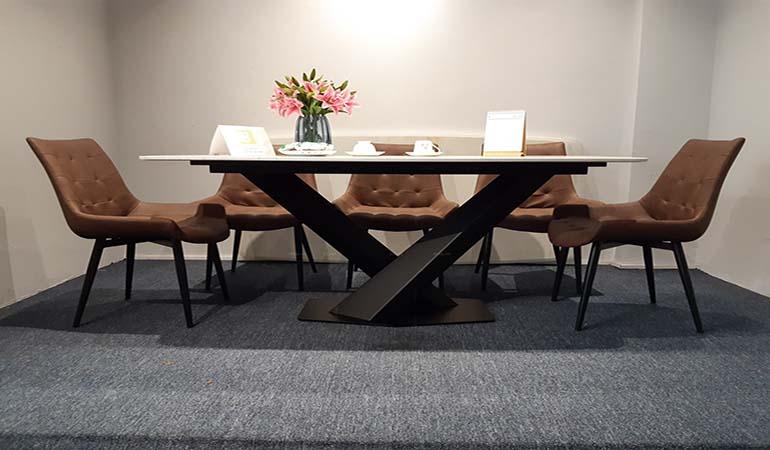 bàn ăn mặt đá chân sắt