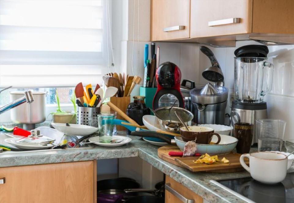 bựa bộn trong phòng bếp