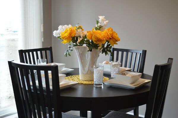 hoa trang trí bàn ăn